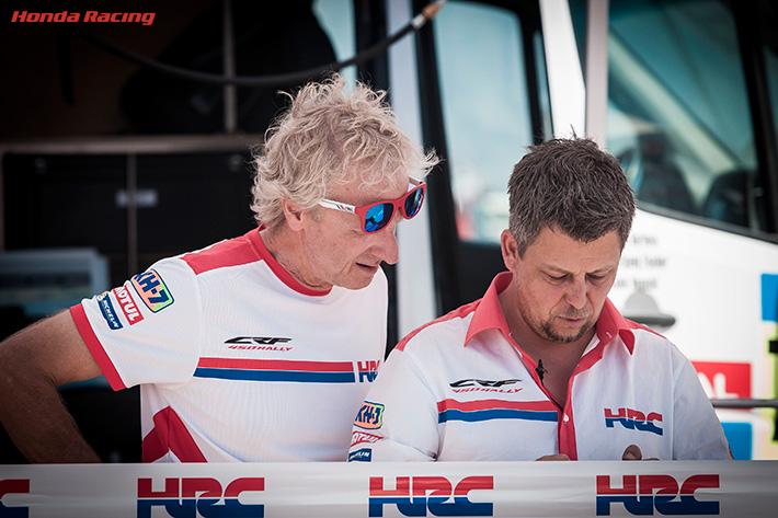 左から)マルティーノ・ビアンキ Team HRC ゼネラルマネージャー、... 左から)マルティ