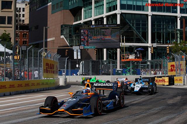 シモン・パジェノーが波乱のレースを制し、2勝目を飾るジョセフ・ニューガーデンも2位に入り、Honda インディV6ターボが今季6度目の1-2フィニッシュ佐藤琢磨はトラブルでリタイア