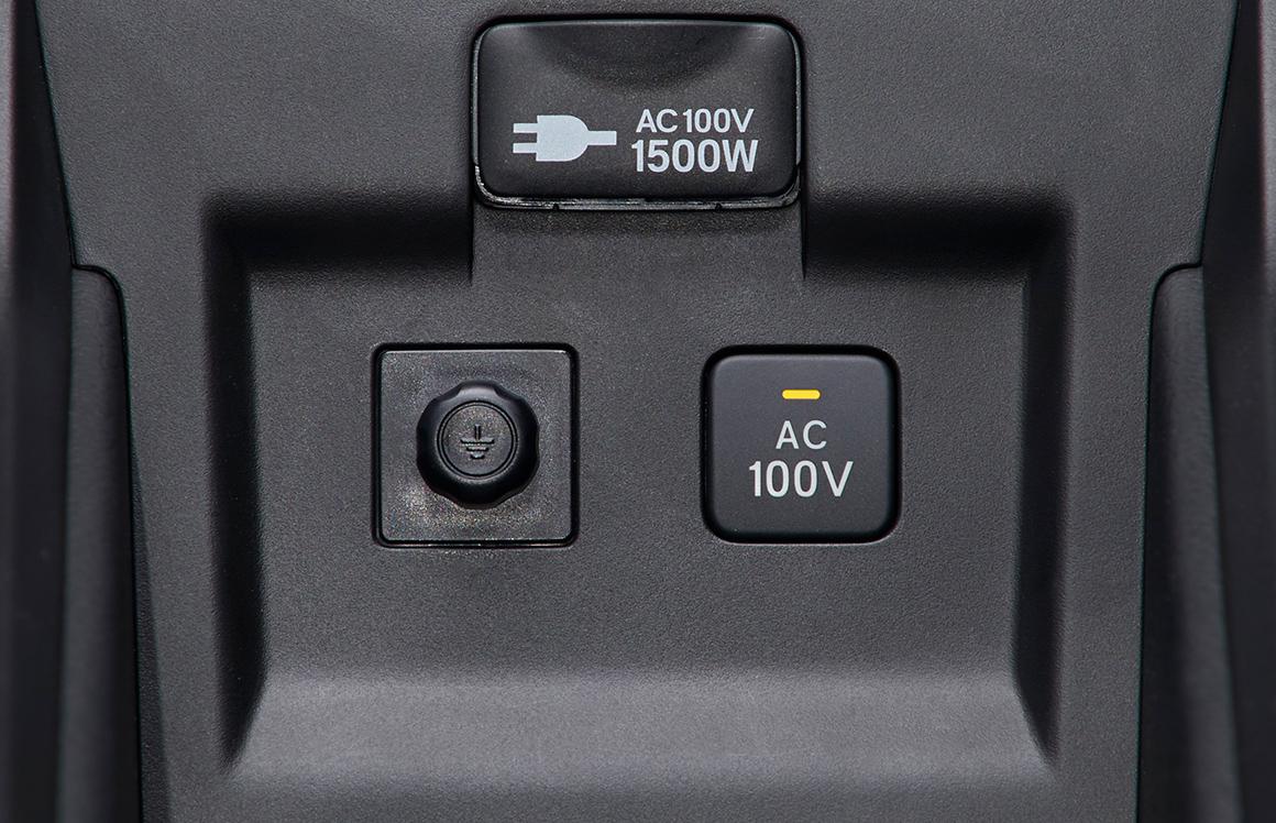 100V AC電源(1500W)〈センターコンソールトレー〉※3
