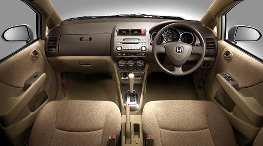 Honda フィット アリア(2005年9月終了モデル) 内装 1.3A インテリア