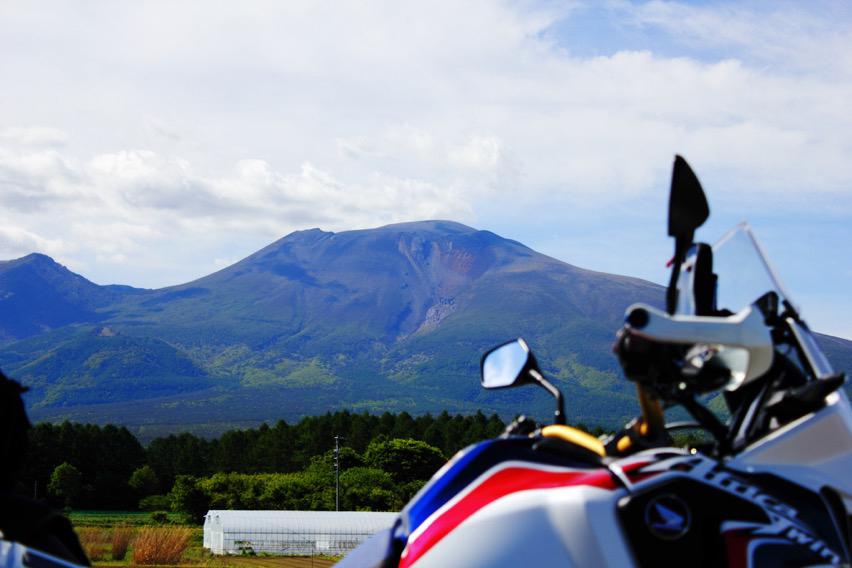 軽井沢から見た新緑の浅間山