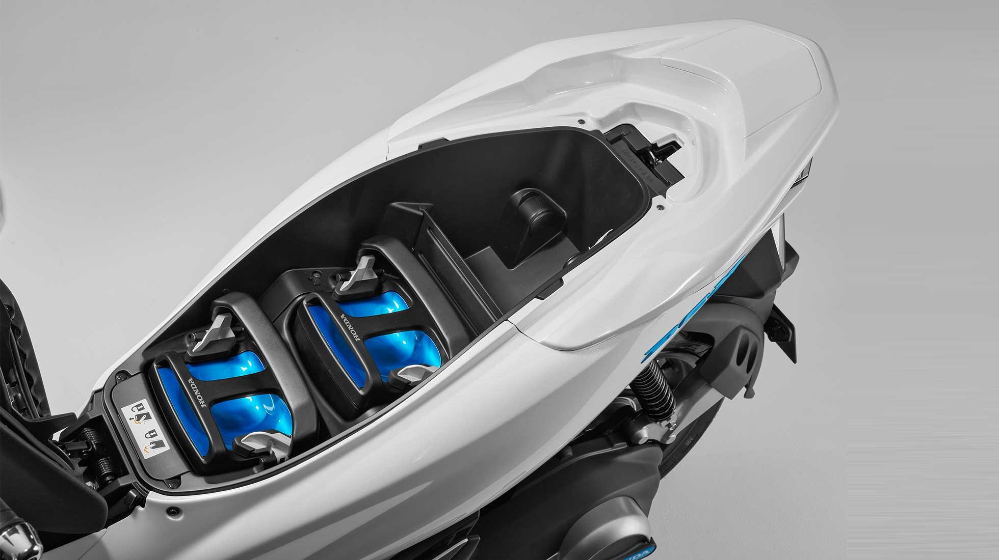 PCX ELECTRIC | 出展車両 | 第45回東京モーターショー2017 | Honda